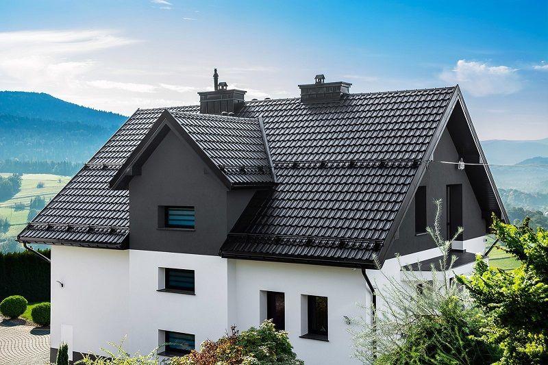 Dům s venkovními parapety