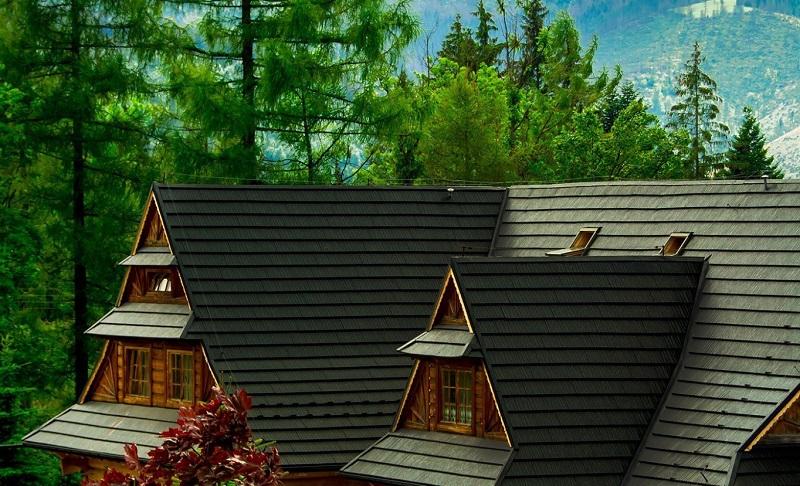 Cena plechové modulové střechy, v tomto případě šindelů, se odvíjí od pokryté plochy