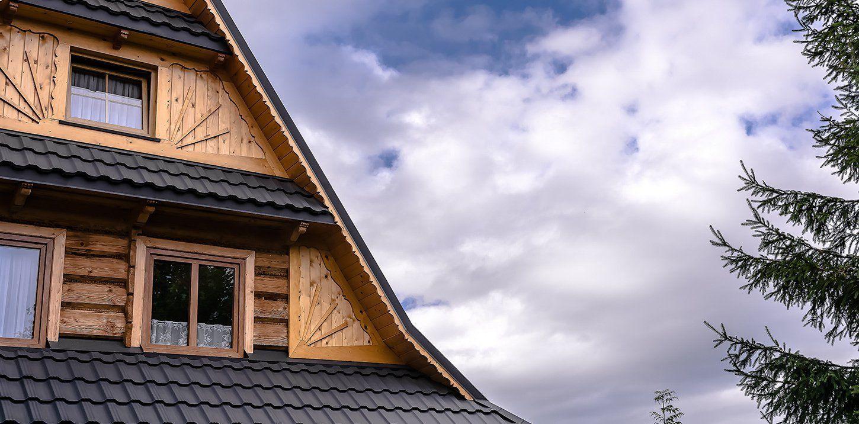 Plechové šindele jsou jednou z možností návrhu střechy